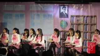 """JKT48 School adalah variety show JKT48 yang memperkenalkan para anggota JKT48 secara lebih dekat. Dalam acara ini, anggota-anggota JKT48 berperan sebagai siswi-siswi di satu kelas yang harus belajar berbagai macam hal mulai dari sains, bahasa, musik, kesenian, dan banyak lagi. Aksi dan tingkah lucu member JKT48 saat harus menyelesaikan tugas dan """"games"""" yang diberikan membuat acara ini sangat sayang untuk dilewatkan.  Pada tahun 2012, JKT48 School menghadirkan para anggota generasi 1 dari JKT48. Kini JKT48 mempunyai 72 anggota yang terdiri dari 3 generasi! JKT48 School sekarang akan hadir kembali untuk menghibur Anda secara live di JKT48 Theater pada bulan Ramadhan!  Klik:  http://jkt48.com/mypage?lang=id  Lalu pilih episode JKT48 School di """"Pendaftaran Event""""  Kami tunggu kedatangannya!  *** You can keep or share this video, but please DO NOT re-upload it into any streaming site and file hosting. It"""