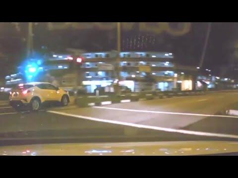20may2018 toyota CHR SLS9302C turn onto zebra crossing at junction of sembawang rd & yishun ave 5
