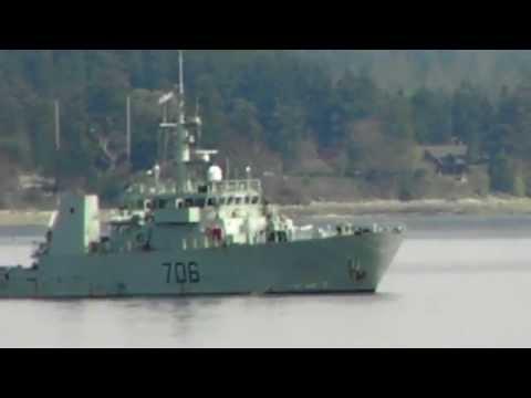 HMCS Yellowknife Maneuvers