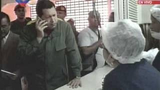(video) Chávez le reclama al Ministro de Vivienda (por cel) y regaña a dos edecanes