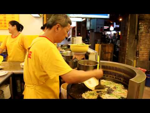 Oyster omelet chef in Taipei