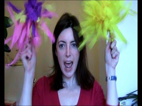 How to make Cheerleader Pom Poms With Crepe Paper! Cheap and Easy