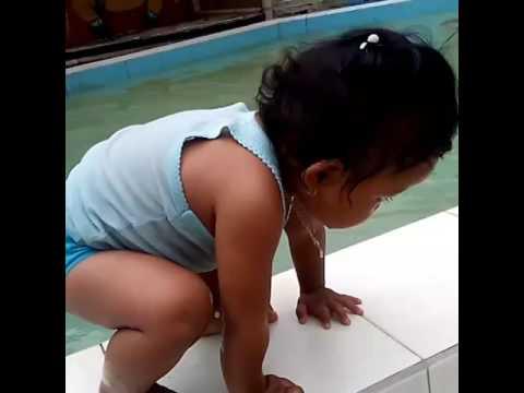 Beby lagi berenang