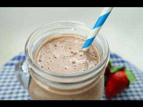HEALTHY CHOCOLATE STRAWBERRY MILKSHAKE