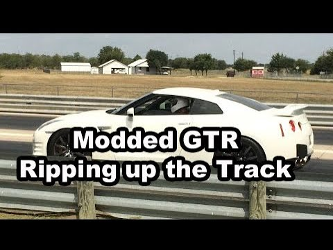 A friends 2014 Nissan GTR making some runs at the track