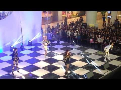 20130930 2NE1 Mini Concert at Times Square Mall