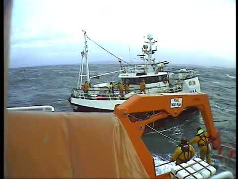 Thurso RNLI endure over 9 hours in stormy seas assisting fishing vessel