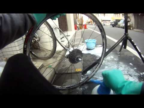 How to clean the drivetrain ( chain and gears ) on your road bike