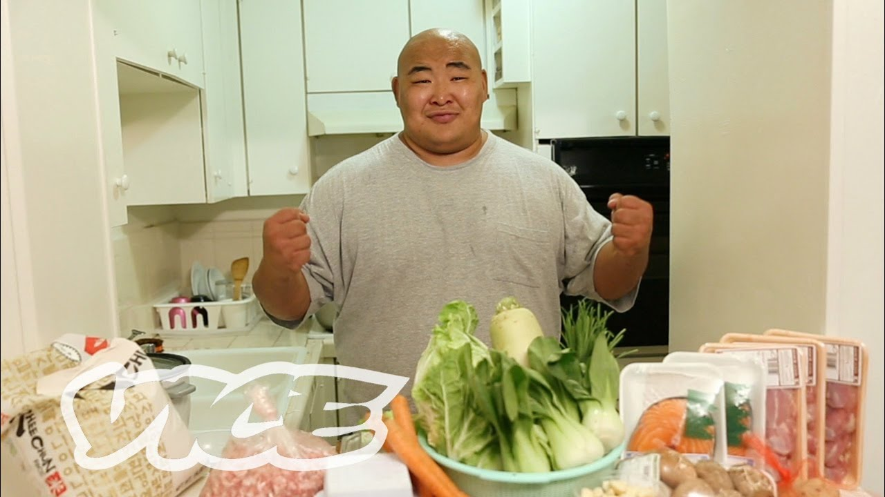 The 10,000-Calorie Diet: This is What Sumo Wrestlers Eat
