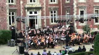 """De Concertband Maasmechelen vertolkt """"U.S. - Weaves"""" van G. Buitenhuis tijdens MAASMECHELEN KASTEELT op 30 juni 2013 aan het kasteel VILAIN XIIII te Leut-Maasmechelen-België."""