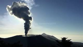 Hear The INCREDIBLE ROAR Of An Erupting Volcano