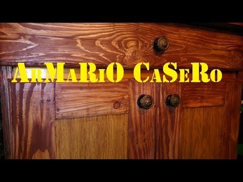 Pequeño armario de madera casero