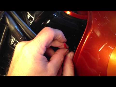Testing and replacing the turn signal relay on a Honda shadow 1100