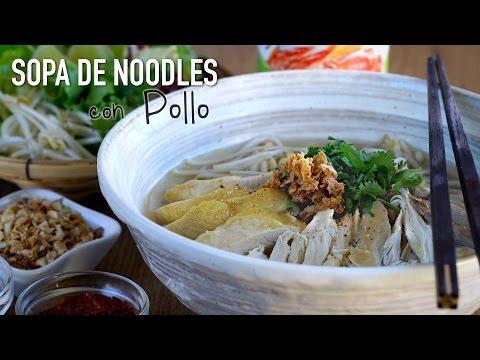 Sopa de noodles con pollo estilo Thai - Thai Chicken Noodle Soup Recipe (Kuay Tiew)