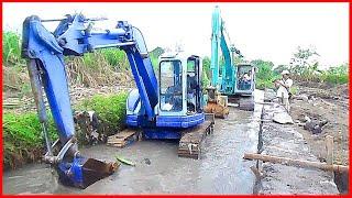 Recovery Stuck Komatsu Mini Excavator 75uu with Kobelco SK200