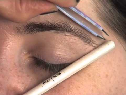 How to shape your eyebrows with tweeers