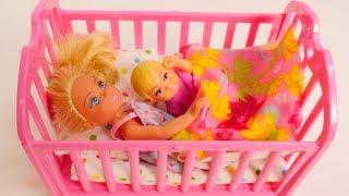 Chelsea tek basna kardesine bakyor Barbie oyunlar