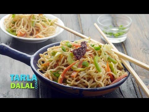हक्का नूडल्स (Hakka Noodles, Vegetable Hakka Noodles) by Tarla Dalal