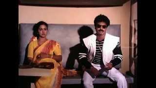 Paatti Sollai Thattathey - Pandiyarajan meets Oorvasi in train