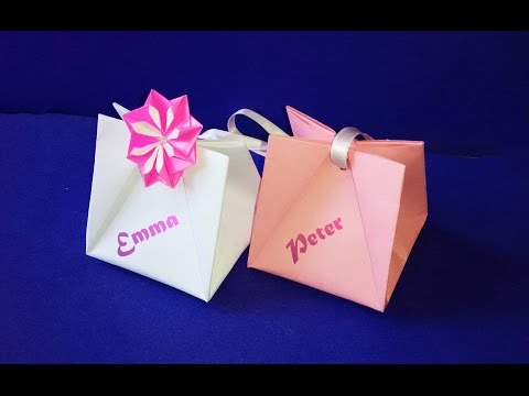 Gift Bag with Handles.  Easy to do.  Gift Wrap Ideas for Valentine's