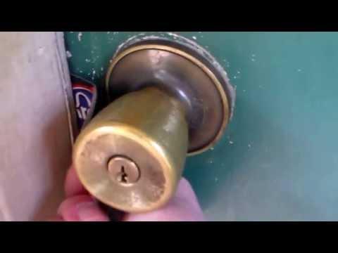 HOW TO UNLOCK A DOOR WITH A CREDIT CARD OR DL