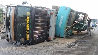 Excavator Accident Kobelco SK200  Fuso Self Loader Truck  Heavy Recovery