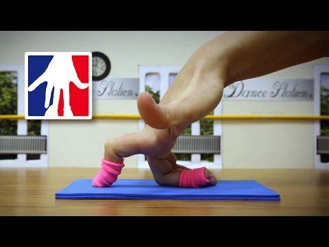 Finger Dance in the Studio - Fingers Ballet, Breakdance & Yoga