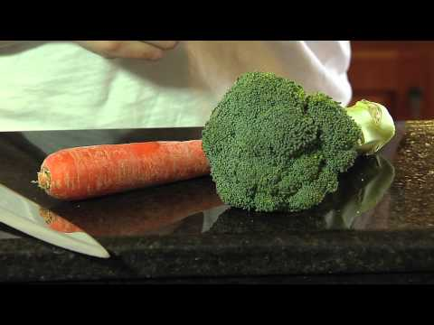 Broccoli and Carrot Puree Homemade Baby Food - Dr. Brown's® Designed To Nourish™