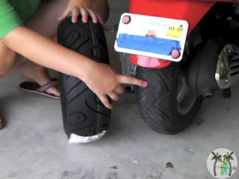 Vespa - Rear Tire Change (How to)