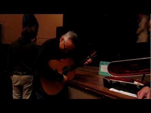 Tommy Emmanuel on 12 string guitar !!