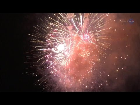 ScienceCasts: New Year's Fireworks from a Shattered Comet