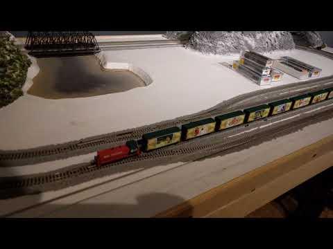MicroTrains Christmas Postcard Train - 2017