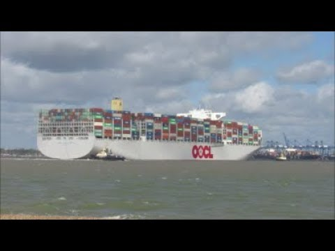 Heavily laden OOCL Hong Kong arrives to Felixstowe straight from Singapore, 3 Svitzer assist. 260418