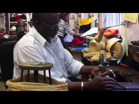 Making a Straw Hat - Anthony Peto - Chapelier