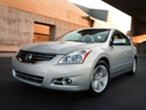 2010 Nissan Altima Model Review | Edmunds.com