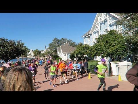 Cheering On runDisney Marathoner Runners! | Yacht & Beach Club Resorts & EPCOT