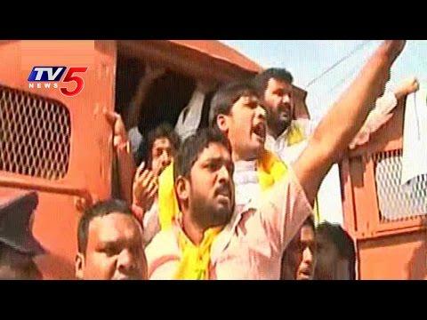 TNSF Attack Telangana Secretariat over Pending Scholarships | CM KCR | TV5 News