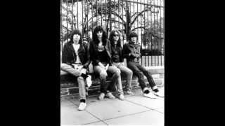 Ramones - Suzy is a Headbanger (LIVE@NYC 1979)