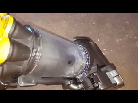 Dyson DC 33 upright cleaning