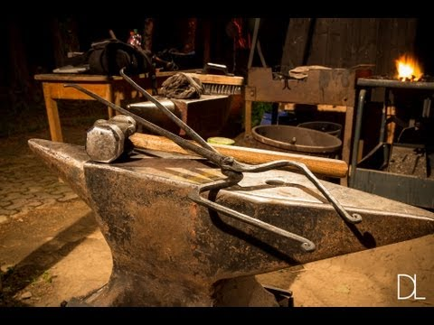 How to forge pick up / hammer making tongs