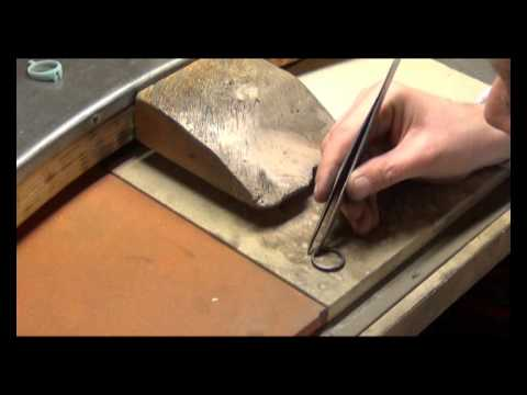 Angelo Tortosa creating a white gold jewel