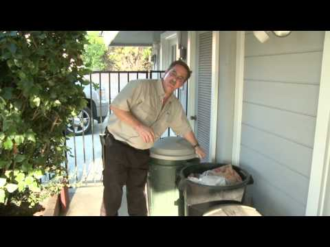 Home & Lawn Pest Control : How to Keep Raccoons Out of a Trash Can
