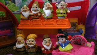 Snow White and Little Mermaid Ariel with the Seven Dwarfs Little People cottage Princess Story!