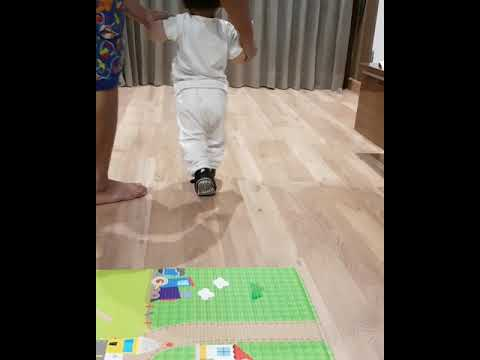 How to teach your baby to walk - runway baby walk