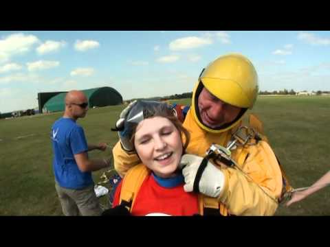 Lauren's Sponsored Skydive - 'Beating Bowel Cancer' 1/09/2011