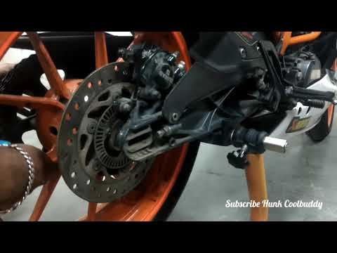 How to remove the rear wheel of KTM Rc 390