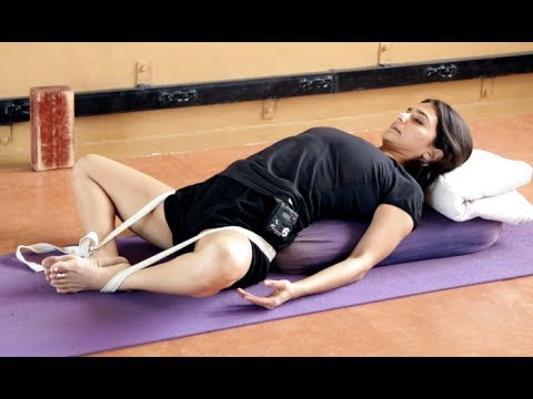 Iyengar Yoga for Menstruation and Period Cramps in Hindi
