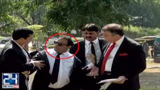 PTI and PML N leader fight outside of supreme court