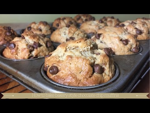 How to bake bakery style chocolate chip muffins : American style chocolate chip muffins