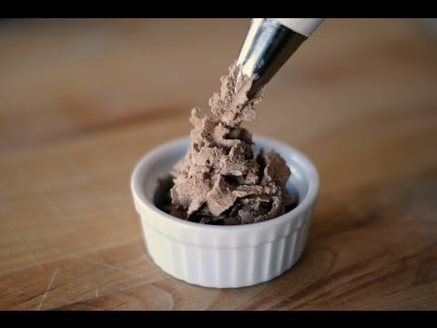 Chocolate Whipped Cream Recipe - How To Make Chocolate Whipped Cream - Sweet y Salado